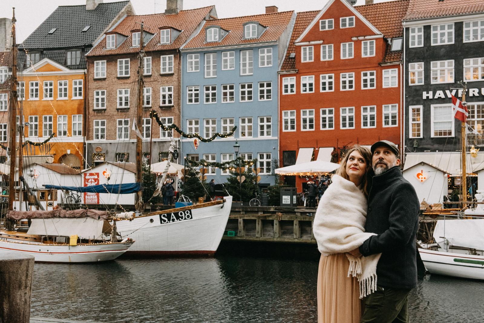 bride and groom nyhavn