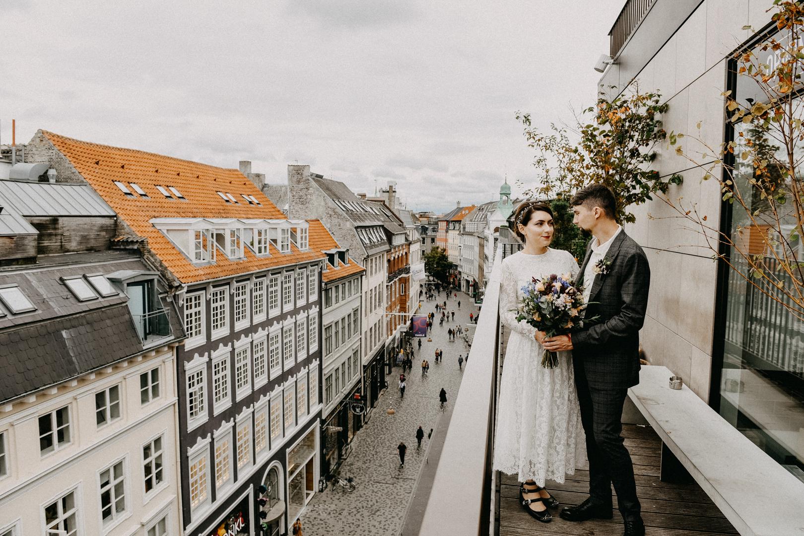 bride and groom at the rooftop in copenhagen